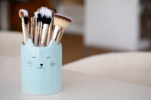 turquoise makeup holder and brushes